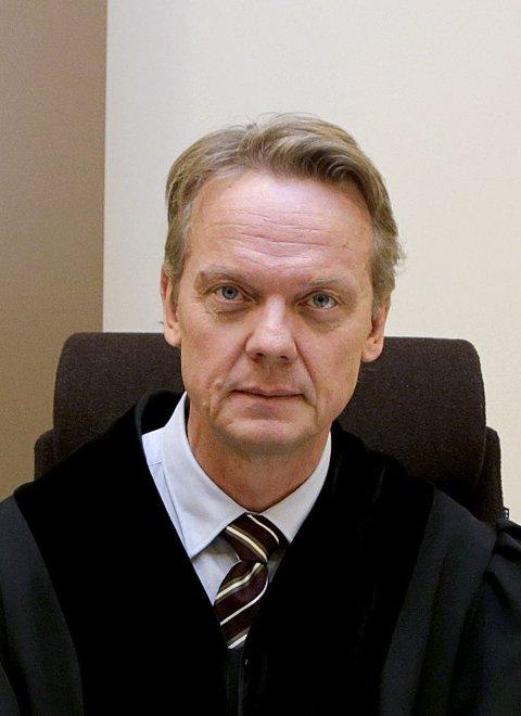 Dommer: Tingrettsdommer Arne Vikse leder rettssaken.