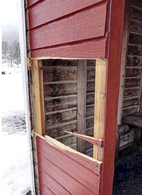 STORT HULL: Slik så badehuset ut. Foto: Privat