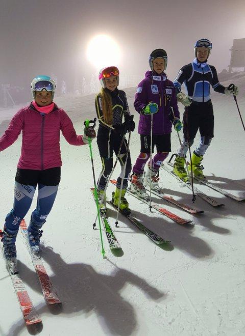MED SNØ UNDER SKIENE: Denne gjengen måtte til Levi i Finland for å få skikkelig skitrening. Fra venstre: Johanne Eilertsen, Vilde Arntzen, Oliver Stokkedal Krohn og Christian Os Øverland. Foto: Lise Arntzen.