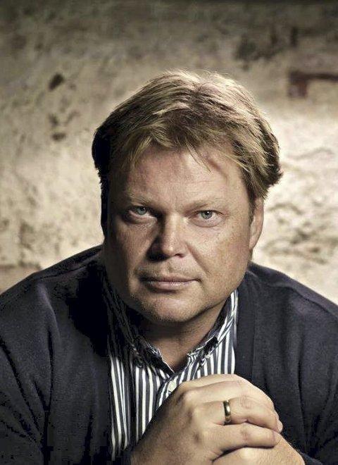 BOKBAD: Jørn Lier Horst kommer til Sætre gård.