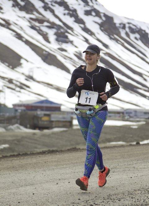 Kaldt og vind: Det var to plussgrader og kald vind under løpet på Svalbard.