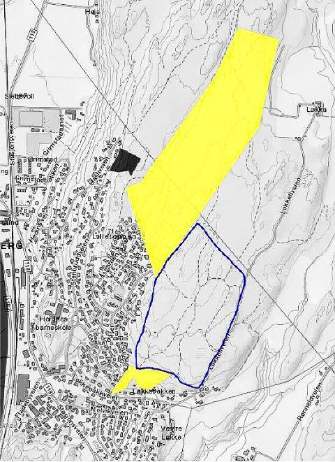 TRE NYE INNSPILL: Dette er de tre innspillene til nye boligfelt i forlengelsen av dagens bebyggelse på Guslundåsen. Det største gule området øverst er eiendommen til Marit Delebekk på 268 dekar. Det lille gule området nederst er eiendommen på 12 dekar til Anne–Britt Jørgensen og Odd Løkkebakken. Området i mellom som er ringet inn med blått, er det nye innspillet som kom 12. mars i år fra Stasjonsbyen Eiendom AS.  Dette området er på ca. 180 dekar.