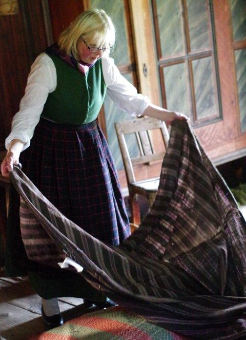 Helga Reidun Bergebakken Nesset viste fram sengeklærne.
