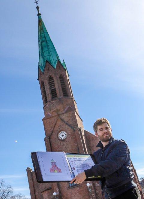 KÅRET: Prostiprest Christian Dag Nilsen forteller at vinnerne av tegnekonkurransen om Moss kirke nå er kåret.