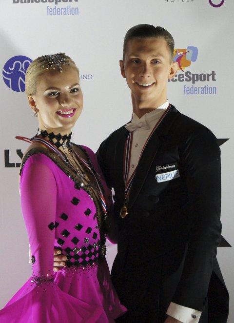 Fornøyde: Jonas Alexander Pettersen danset med sin nye partner Marthe Ekrem under Christmas Dance i helgen. Foto: Ulf R. Pettersen