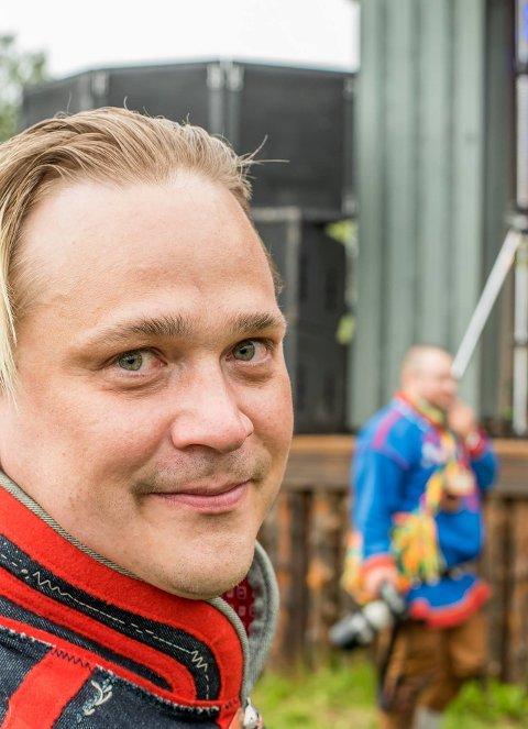 """Kjøkkensjef på Quality Hotel Grand Royal, Martin Jönsson, er en av fire kokker som er med i SVTs nye TV-serie """"Smaker fra Sapmi""""."""