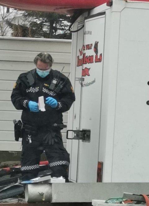 ÅSTEDSUNDERSØKELSE: Politiets teknikere i arbeid i Korshamn onsdag.