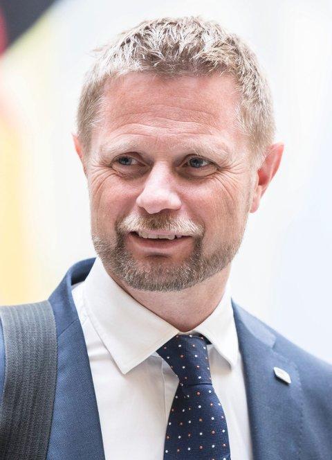 TAR GREP: Helse- og omsorgsminister Bent Høie øker gebyret for å få ned det høye antallet timer som ikke benyttes.