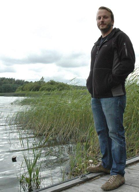 Barndomsminner: Jon Asle Thygesen har tilbragt mye av sin barndom ved Goksjø – både sommer og vinter.
