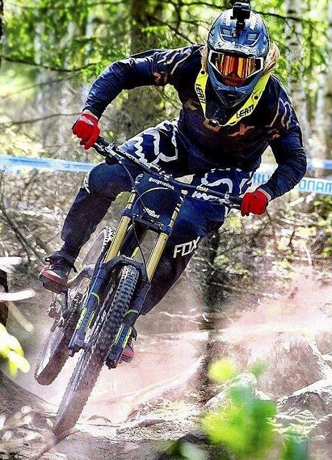 Brage Vestavik (18) fra Mysen fikk ny topplassering i verdenscupen i utforkjøring. Foto: Esben Haakenstad.