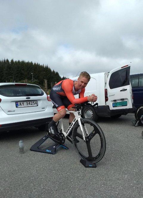 OPPVARMING: John Harald Hellesvik fikk betalt for oppvarmingen og vant NM-gull. Nå går turen til VM.