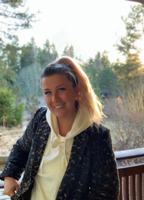 Andrea Authen (25) fra Vestby er permittert og ønsker å bruke tiden hun har til over på å hjelpe andre.