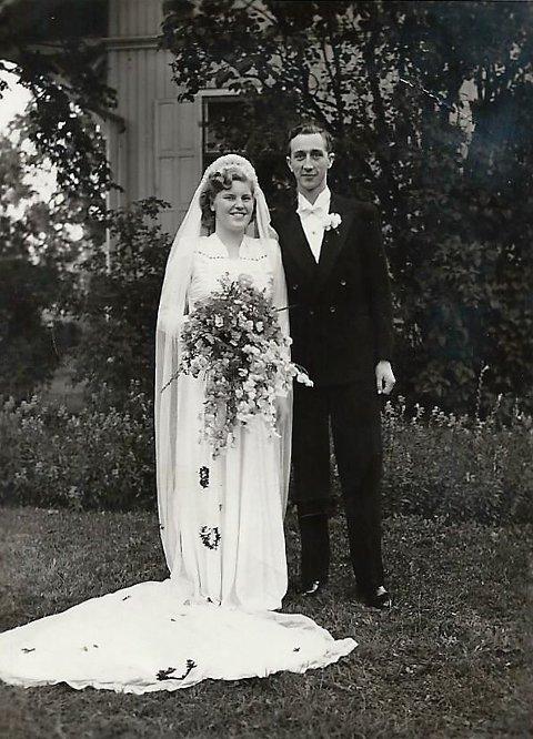 Lykkelig: Gerd Thordis Dyrud var en vakker og lykkelig brud med ektemannen Per. Alderdommen ble vanskeligere, og møtet med fylkesmannen i hennes 88. år ble en økonomisk katastrofe. Huset hennes i Vestre Gausdal ble tømt for verdier, arvegods, minner og kontanter etter at hun fikk oppnevnt verge.Foto: Privat