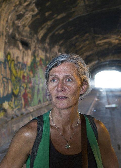 Oversetter Kristin Sørsdal i sporene etter forfatter saudonym Elena Ferrante i Napoli, Italia. Bøkene har hatt stor suksess bl a i Noreg.