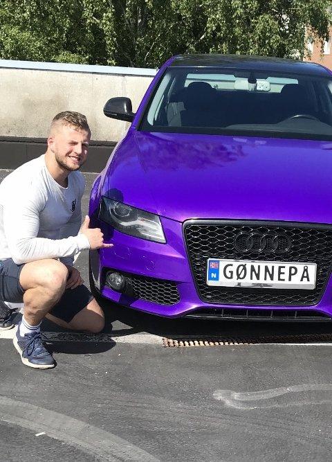SVÆRT PERSONLIG: Sander Westrums personlige bilskilt stikker dypere enn det kan se ut til.