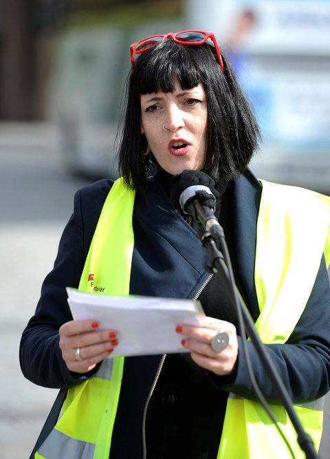 Sara Bell i Fagforbundet mener det alltid blir bråk når lavtlønte kvinner krever anstendig lønn.