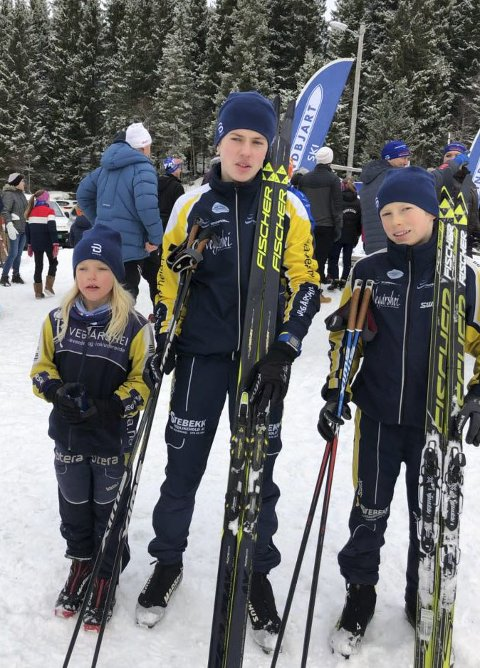 Tre søsken: Tor og Vemund Myhre sammen med lillesøster Anna Regine på Sandriprennet sist lørdag. Privat foto