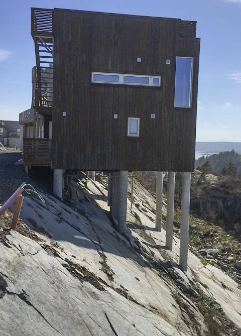 Øysang: Morten Storm mener disse hyttene ikke ser fine ut, verken på nært hold eller på avstand, og advarer mot at noe tilsvarende bygges på Borøy. Foto: Privat
