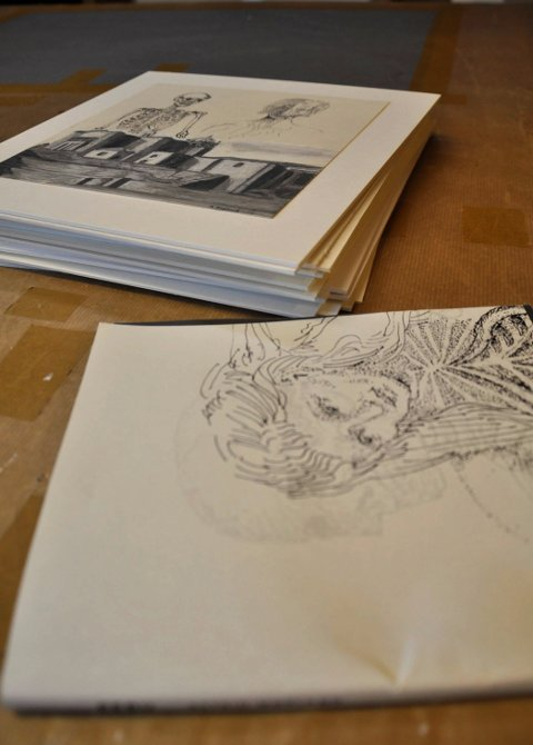 PÅ GALLEBERG FORLAG: Astrid Mørland har samlet tegningene mellom to permer.