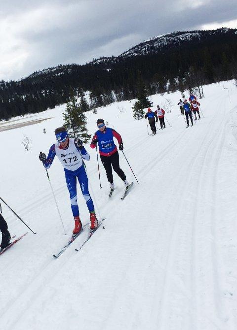 GIKK 20-KILOMETEREN: Bjørn Eide Pedersen i fint driv med ledsager Marte Erfjord.