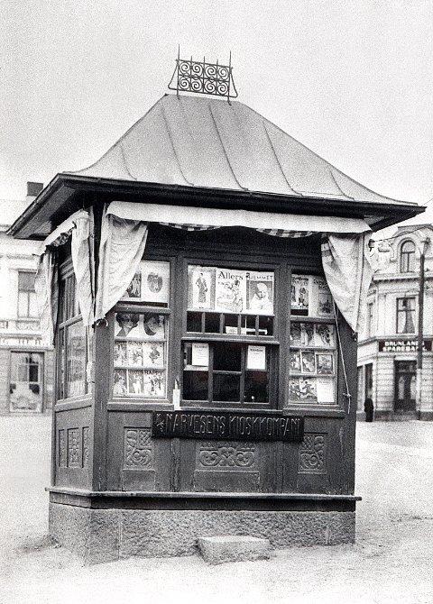 NARVESENKIOSKENE. Noen av de gamle Narvesenkioskene i Larvik. Den eldste kiosken på Torget.