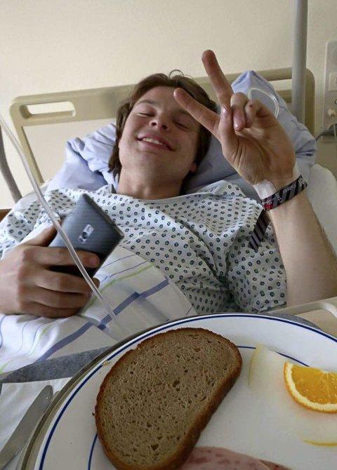 SKREVET UT: Oskar André Sandberg ble undersøkt på sykehus etter krasjen på Nürburgring 23. april. Nå er 25-åringen på beina igjen og håper å være løpsklar om kort tid. FOTO: PRIVAT