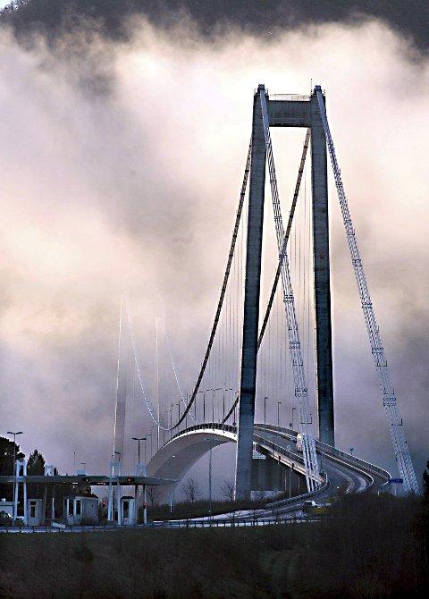Avgjørende: I 1992 åpnet Krifastsambandet med Gjemnessundbrua og Freifjordtunnelen. Tilknytningene ble avgjørende for videre vekst både i Kristiansund og omliggende kommuner. Norske Shell har ved flere anledninger påpekt at åpningen var avgjørende for at driftsorganisasjonen til Draugen ble lagt til nordmørsbyen.