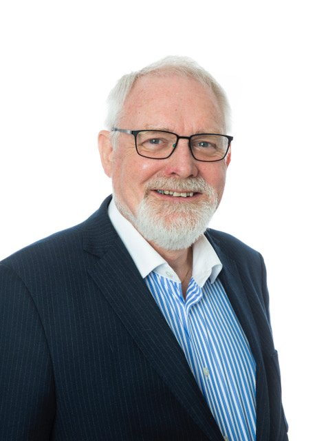 FORSTÅR IKKE: Politiker Bjørnar Grønbech (69) skjønner ikke hvem som har gitt Fossum tillatelse til å ta med seg dreieskiven hjem.