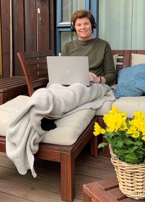 - Påskebildet er fra mitt terrasse-hjemmekontor.  Greit å få litt frisk luft samtidig som man jobber, sier kommunedirektør Ingrid Nordbø.