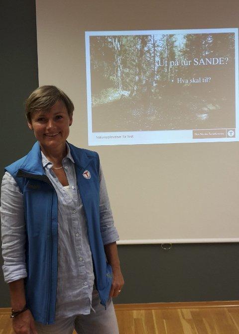 Informerte: Vibeke Clausen fra DNT Drammen og Omegn snakket om DNT. begge Foto: Renate Thormodsrud