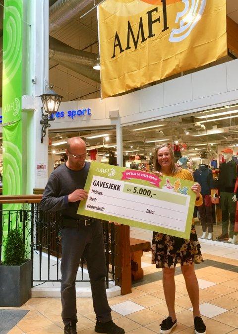5.000: Amfi Valdres deler ut Amfelia og Oskar-prisen på 5.000,- til et lokalt lag/organisasjon eller forening som jobber for barn.