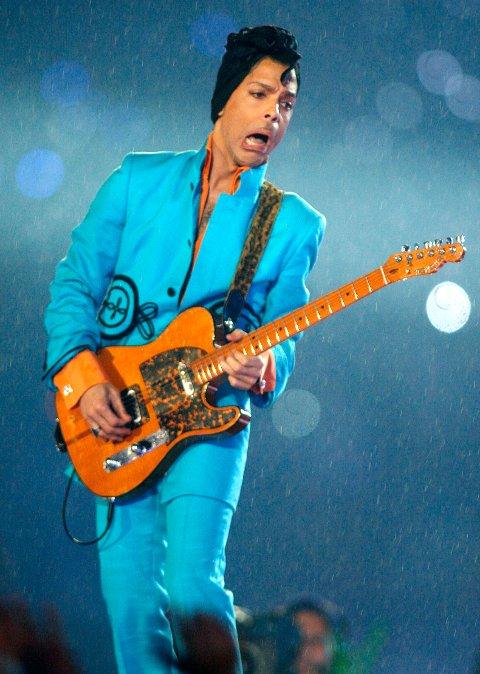 Prince opprådte i pausen på  «NFL's Super Bowl XLI»