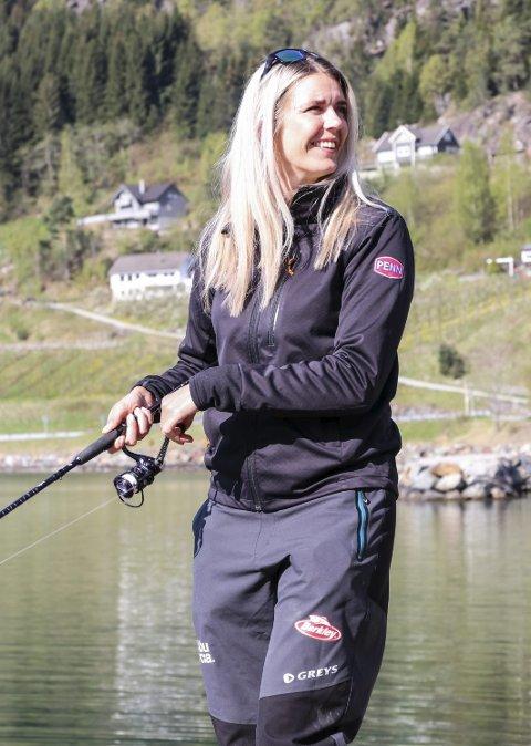 Jeanett Bersås har vært med i teamet som har utviklet appen og har gjort seg godt kjent i fiskemiljøet gjennom instagramkontoen sin der hun har titusenvis av følger.