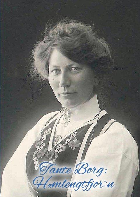 BOK: Ingeborg Solem, født Sivertsdatter Glærum (1880-1962), testamenterte sine skrifter og albumer til brordatteren Ragnhild på hjemgården Oppigard Glærum i Surnadal.
