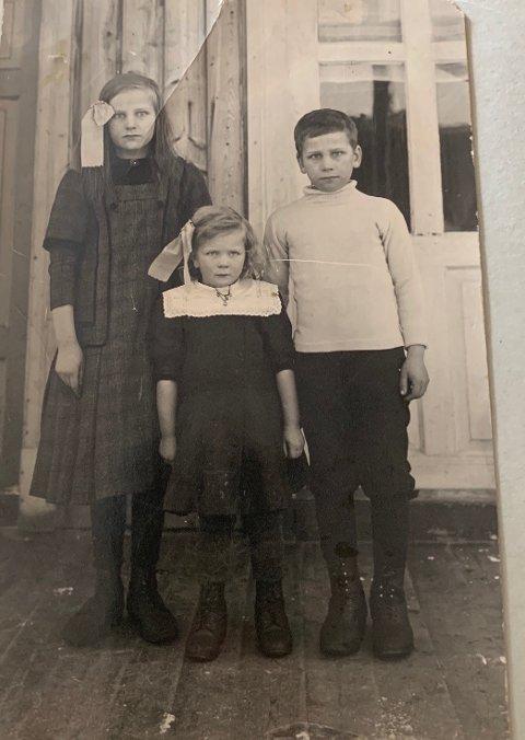 Husmannsunga. Oline, Gunvor og Peder.