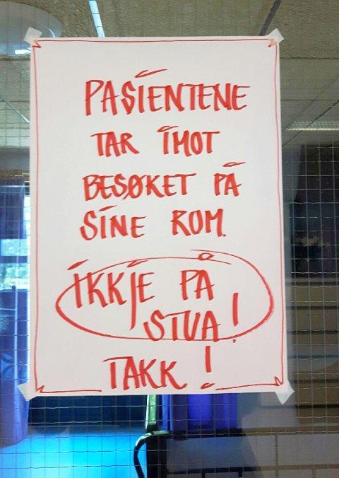Pårørende reagerer på dette oppslaget på Tranøy sykehjem.