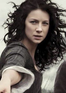 Catriona Balfe i rollen som Claire Randall.