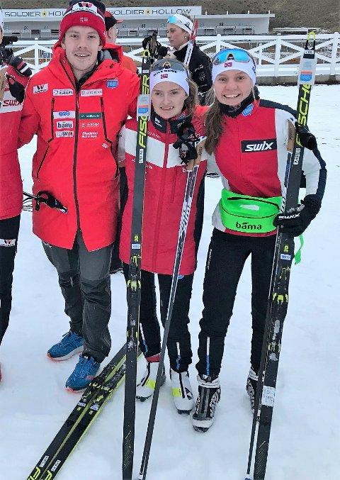 SKAL FÅ JENTENE PÅ GLI': Øyvind Løvstad fra Sørum blir en nøkkelperson når norske kombinertkvinner for første gang   skal kjempe om VM-medaljer om tre måneder. 21-åringen fra Sørum er nemlig ansvarlig for at løperne har topp preparerte langrennsski. Her er den lokale smøreeksperten sammen med to av de tre som utgjør kvinnelandslaget, Gyda Westvold Hansen og Marte Leinan Lund.