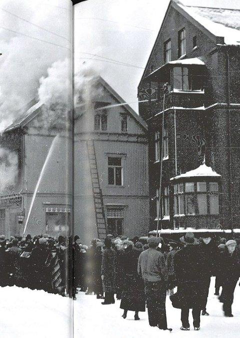 Brann: 1. søndag i advent 1936 brenner hovedbutikken til P.J Rødsand i nabogården. Det førte til at han også flyttet ut av lokalene som senere ble pub.