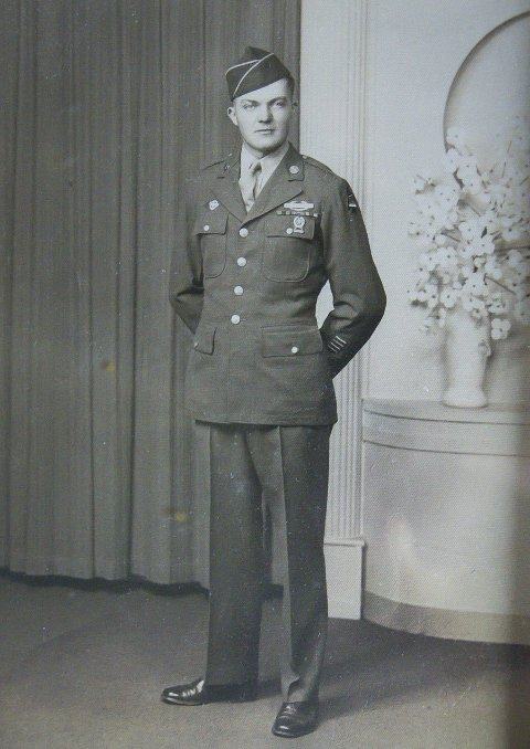 STRAM KAR: Ein ung John Pettersen i amerikansk uniform.