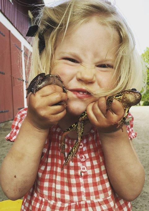 Mathilde Marie Aashammer Slang er veldig fornøyd med dagens fangst. (Foto: Mariann Aashammer)