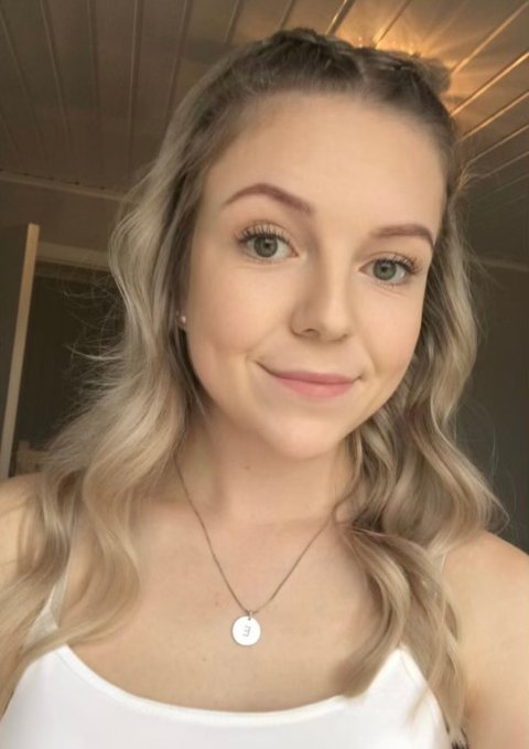 ANBEFALER: Sykepleierstudent Emilie Figved Åsen (21) anbefaler utdanningen og yrket på det varmeste.