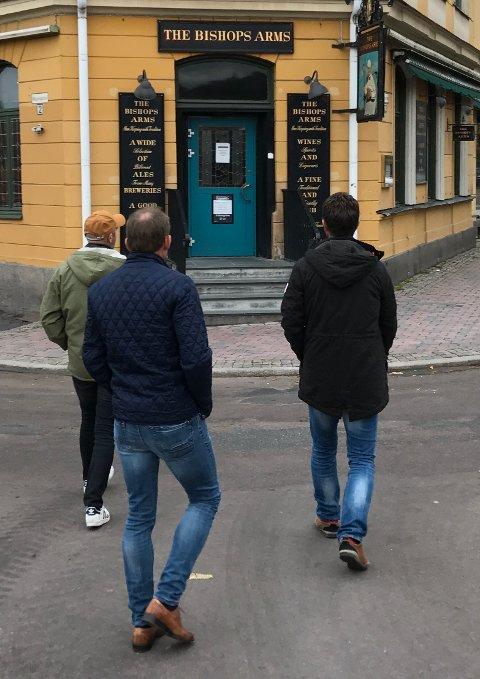 STRENGT OG STENGT: Ingen puber åpner før klokka 15 på fredagene i Karlstad.