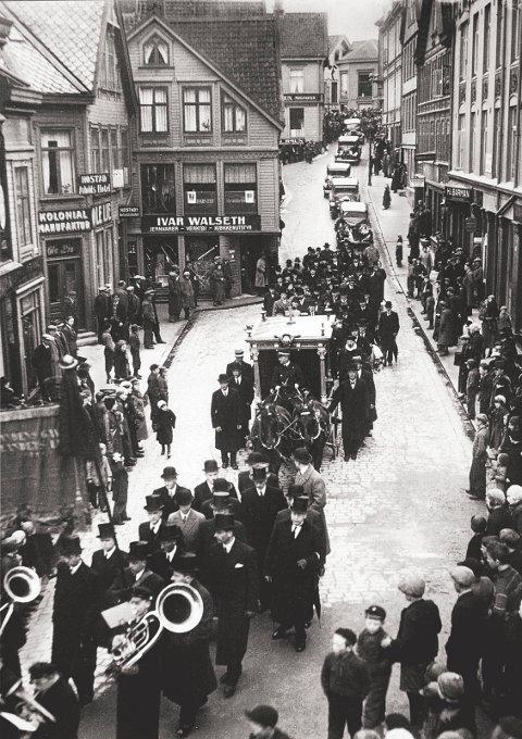 Fra Caroline Knudtzons begravelse i 1935. Bilder fra Nordmøre Museum sin fotosamling.