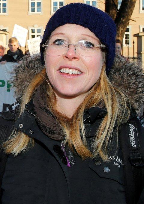Oslo  20150204. Ikke alle var like fornøyd med regjeringens forslag til klimalov. Naturvernforbundet og Maren Esmark viste at de ikke var fornøyde. Foto: Terje Pedersen / NTB scanpix