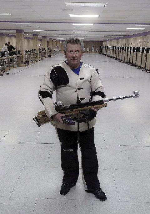 VETERAN: Finn Antonsen (67) er en av klubbens veteraner og en mester innenbedriftsskyting.