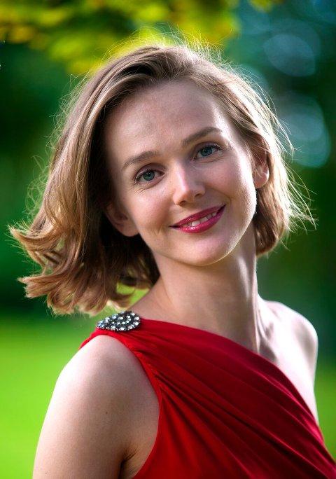 Mezzosopranen Marianne Bye Granheim fra Eidskog er solist i Hof kirke søndag kveld.