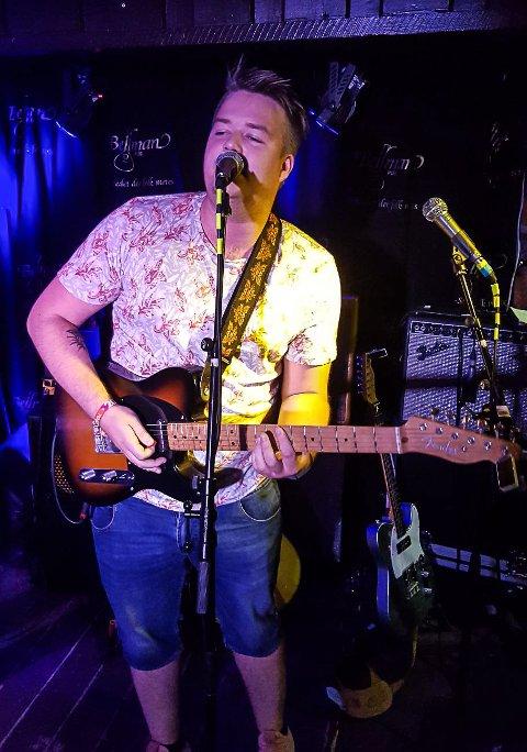 FLINK: Simen Schjølberg fra Hammerfest starter på Paul McCartney-skolen i England til høsten, men først spilte han på jam på Bellman.