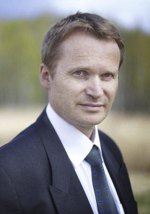 FORTSETTER: Carsten Dybevig fikk tirsdag fornyet tillitt som styreleder i Halden Arbeid og Vekst.