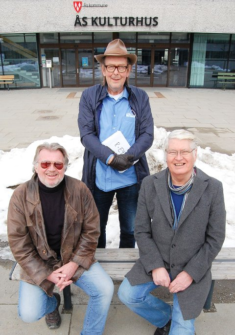 MODERNE HISTORIESKRIVERE: Torstein Hvattum (f.v.), Trygve Berg og Bjørn Svensen inviterer til gledesfylt lesning om Ås og menneskene her i moderne tid. Boken  lanseres i september.